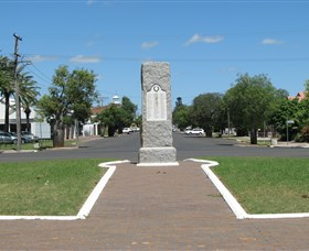 War Memorial and Heroes Avenue - Accommodation Melbourne